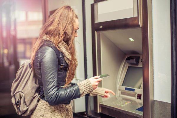 geldautomaten/frau.jpg