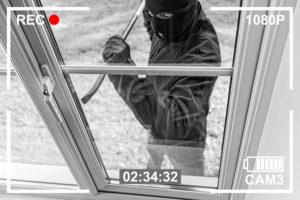 Überwachungskamera filmt Einbruch
